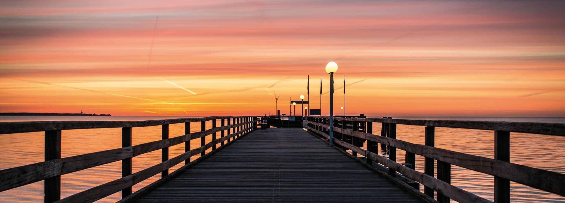 Sonnenaufgang an der Seebrücke Scharbeutz