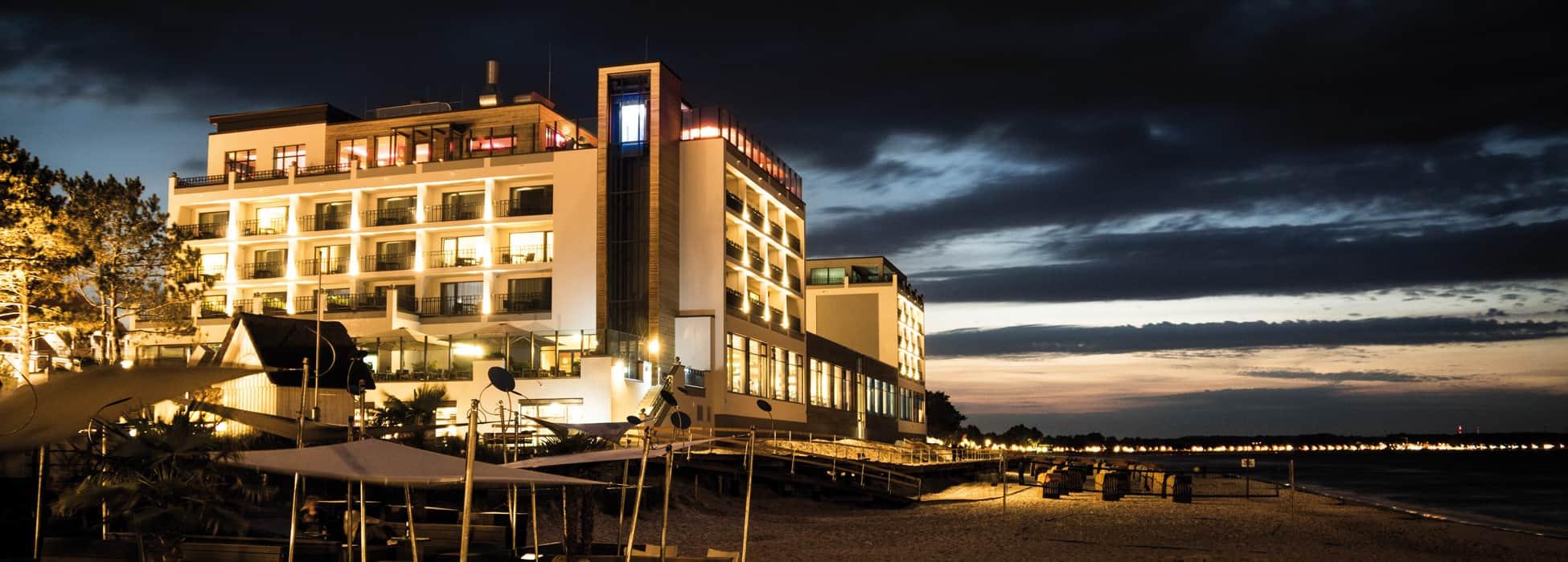 BAYSIDE Hotel Abendstimmung am Strand