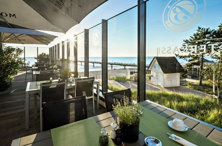 Frühstück mit Sonnenaufgang auf der COASt Terrasse