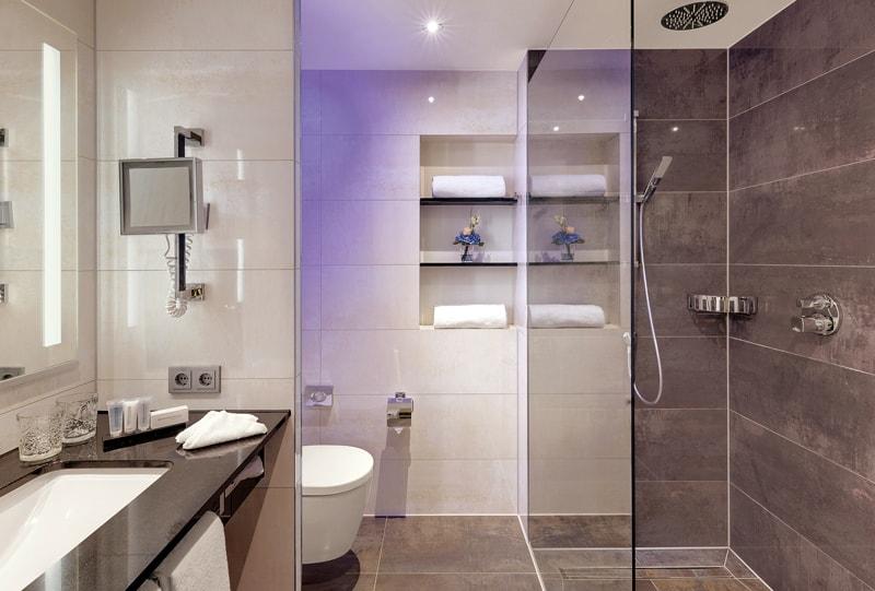 Bad im Grand De Luxe Hotelzimmer